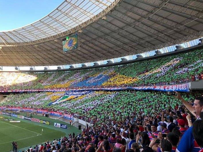 Aqui em Curitiba na torcida pelo Leão do Pici.  Grande abraço aos amigos do @SporTV.  São Paulo x Fortaleza  #CopadoBrasil #ChupaBambi 🦌  #SAOxFORnoSPORTV https://t.co/l2H0p1GVvt