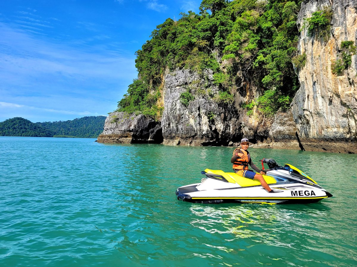 @megawatersports  You can learn alot about #langkawi from this tour. #cenangbeach #langkawiisland #malaysia #jetski #travel https://t.co/vlHUicOMqq https://t.co/IJ7LjpcH0z