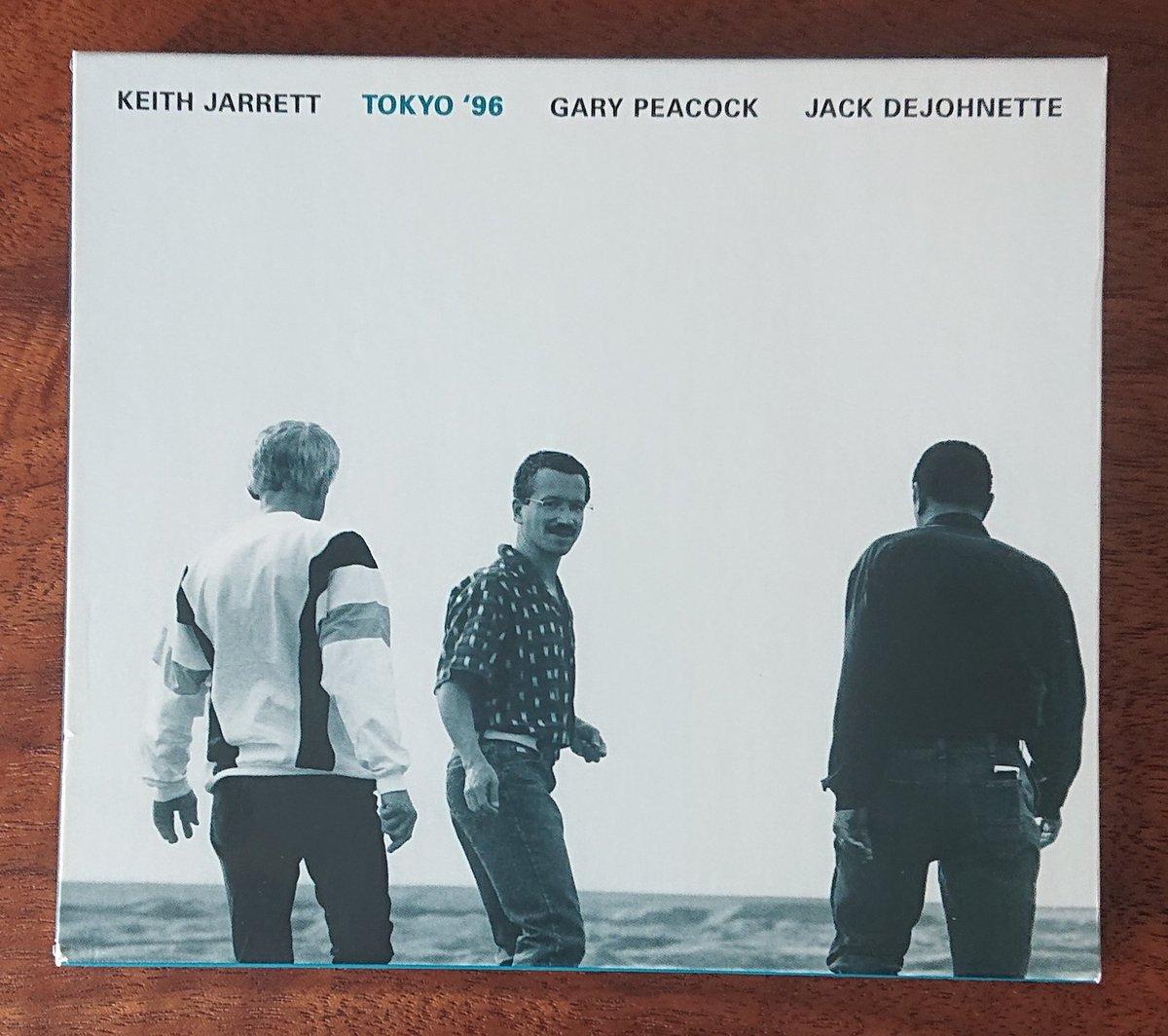 キース・ジャレットでたぶん一番多く聴いてるのはこのライブ盤、Tokyo '96。お馴染みのスタンダード曲を静あり動あり、美しい演奏で繰り広げています。It Could Happen To You(Spotifyより)