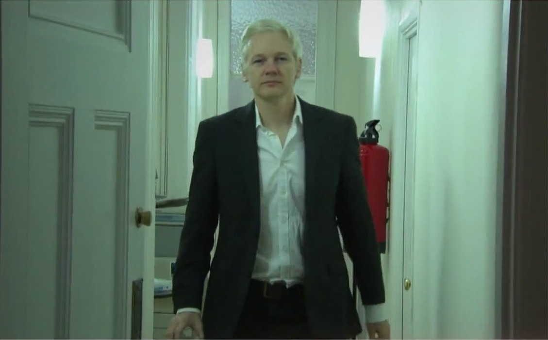 363 days ago, the UK illegally arrested Political Prisoner #JulianAssange. Even though he is still in prison for award-winning journalism, Wikileaks continues to win awards. Congratulations @WikiLeaks, @khrafnsson, and Julian Assange for winning the Gavin MacFadyen Award 2020!! https://t.co/JsqBb8TFcc