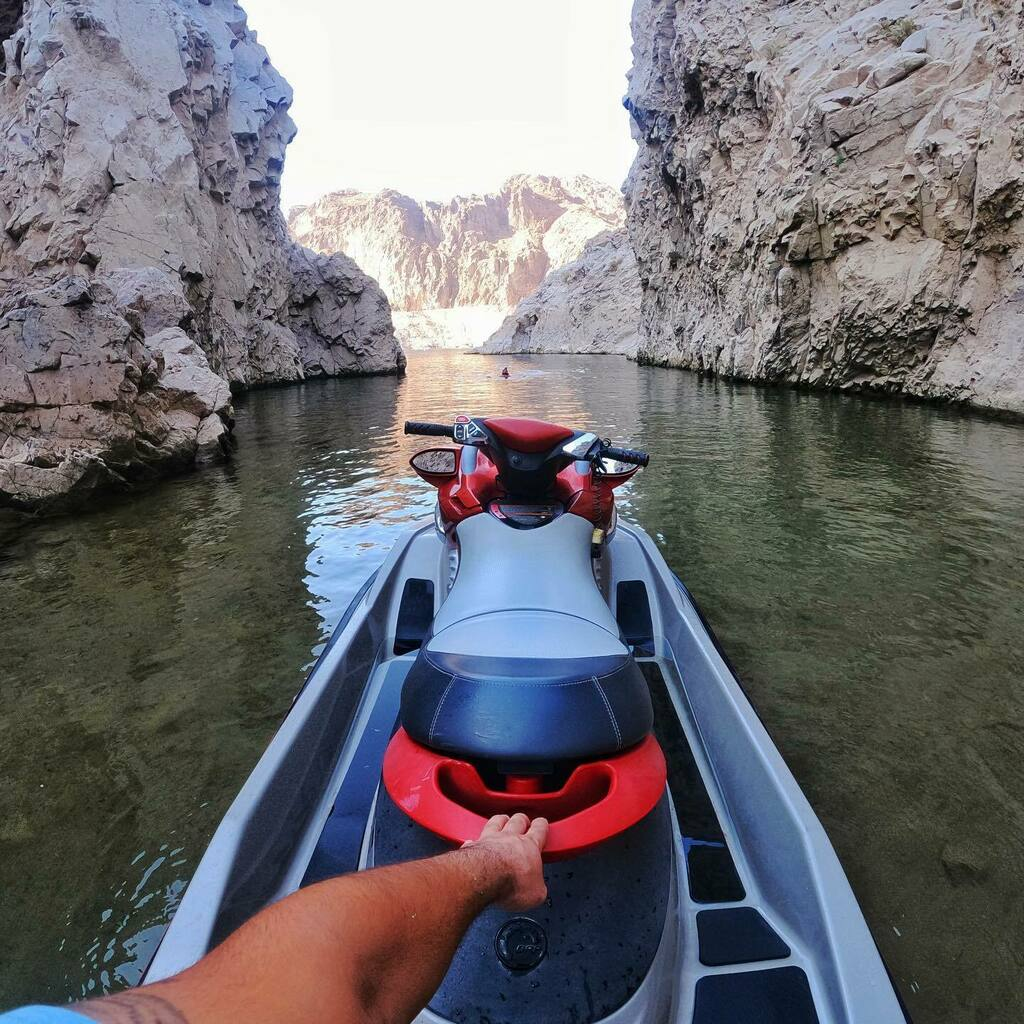 Enjoying the weekend with exploring and cruising on the other side of the Hoover dam. #explore #beach #jetski https://t.co/eA2EfQ2qbq https://t.co/c0LwQgxuwz