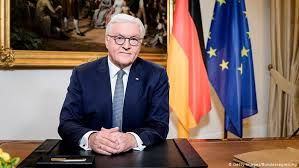 Presidente de #Alemania, Frank-Walter Steinmeier🇩🇪: Nadie está a salvo de la #COVID19, hasta que todos estemos a salvo. Incluso los que conquisten el virus dentro de sus propias fronteras permanecen prisioneros dentro de estas fronteras hasta que sea conquistado en todas partes. https://t.co/YKpFnVTkVo