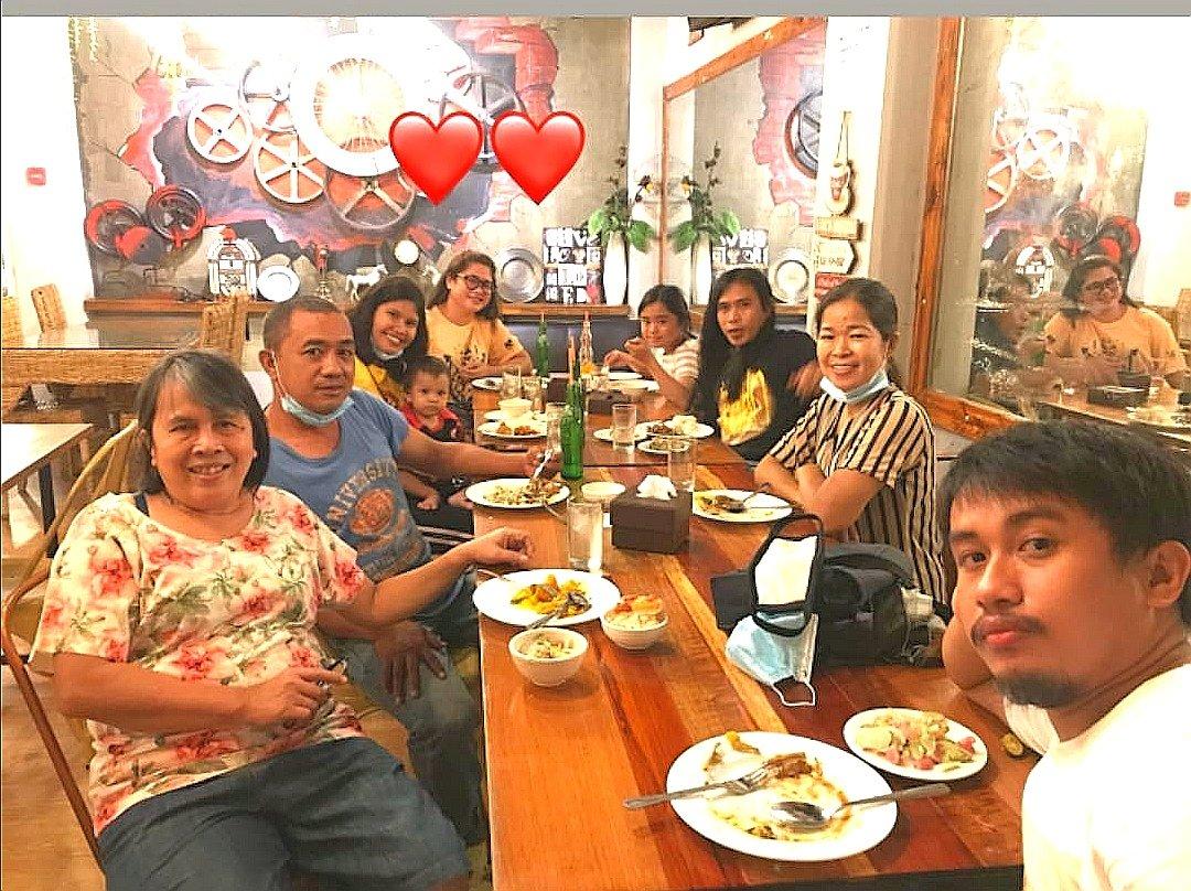 Dinner date last night👇✨ https://t.co/m9So3HgJ5g