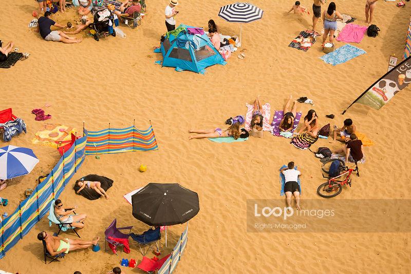 Sunbathers on a Kent beach in England @ricksenleyimage #broadstairs #kent #beach #beachvoyeur #beachlife #sand #observation #crowded #summer #people #seaside #holiday #abstract #sunseekers #tan #enjoyment #relaxation https://t.co/XT49aS7eEP