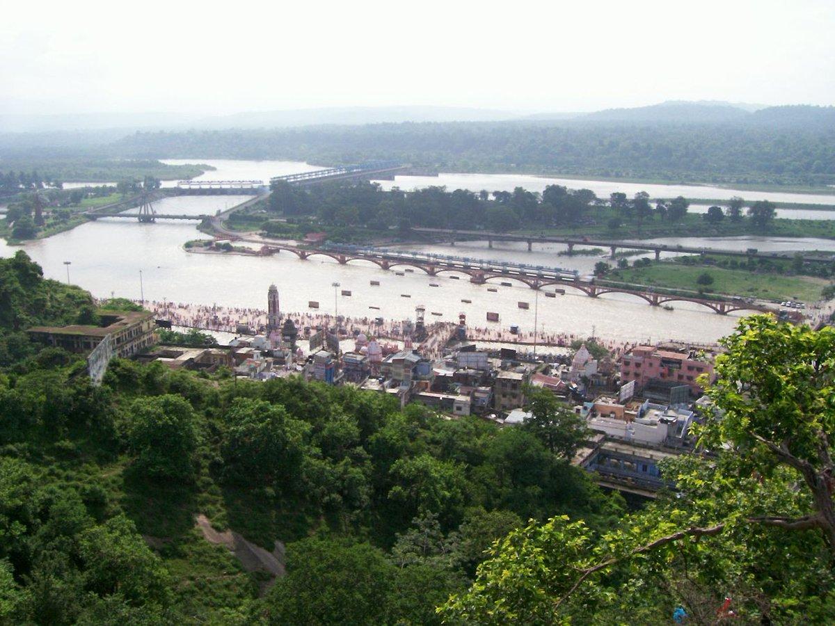Haridwar is located on the right bank of the Ganga river, at the foothills of the Shivalik ranges. In the evening, the Ghats look breathtakingly beautiful as thousands of Diyas. #haridwar #dehradun #love  #uttarakhandheaven #haridwardiaries #devbhoomi #diamondhospitalities https://t.co/zlGruJLMtO