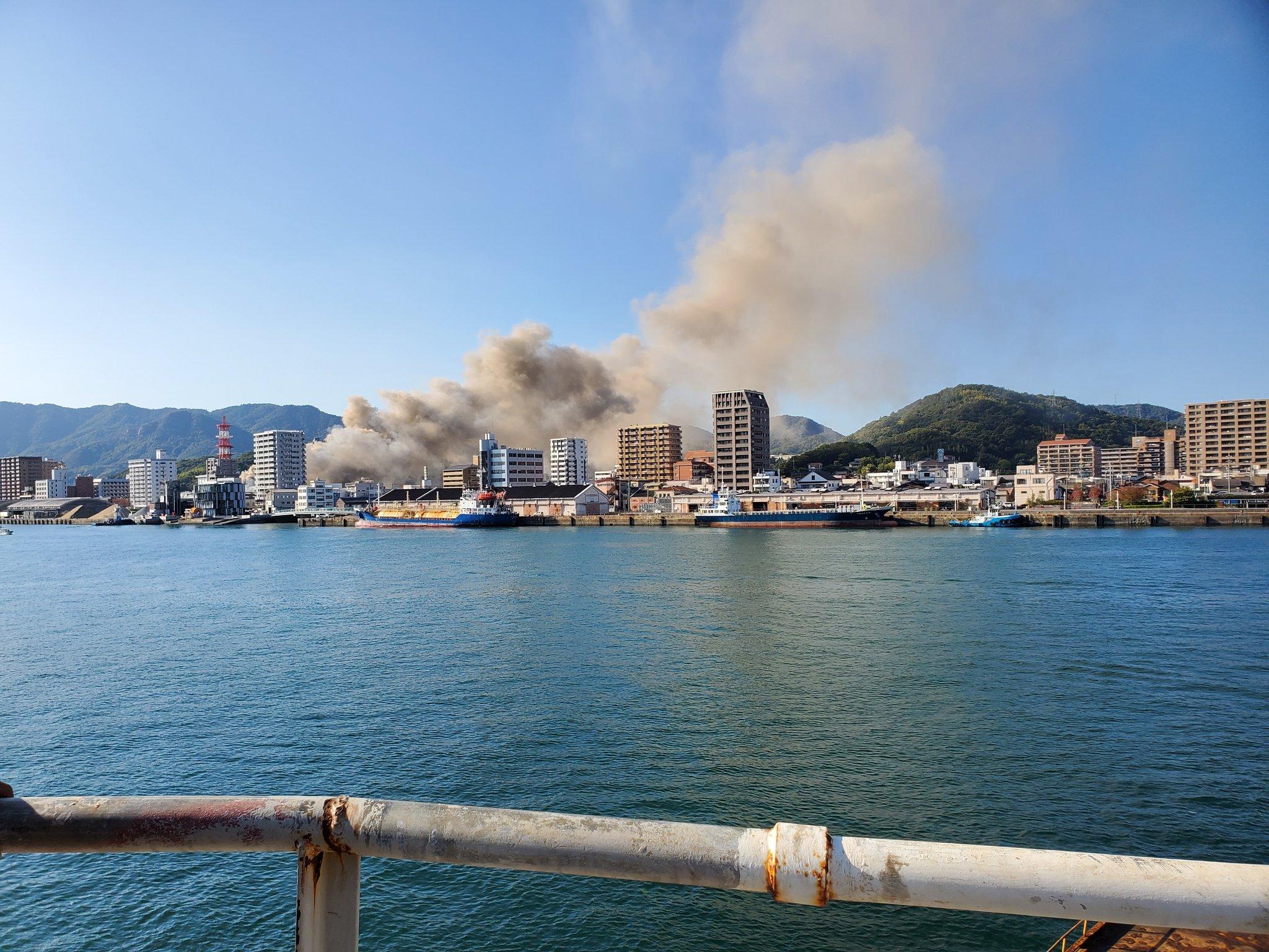 尾道市の建物の火災現場の画像