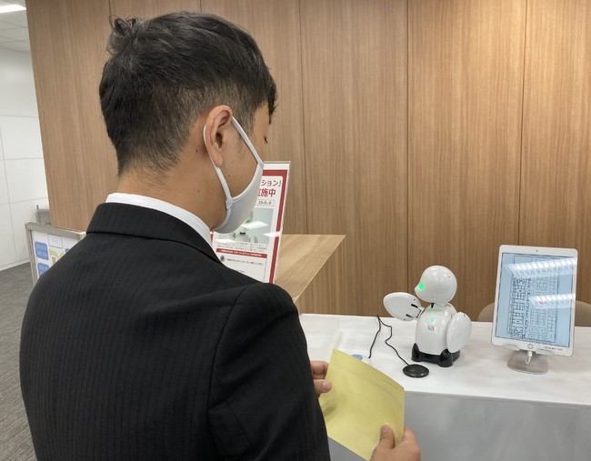 パソナは、オリィ研究所と連携し、分身ロボット「OriHime(オリヒメ)」をパソナが受託する各企業の受付事業にて活用することで、安全・安心な企業受付運営を実現する遠隔受付サービス『リモートレセプション』を10月26日(月)より開始!