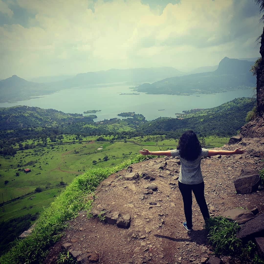 A beautiful distraction.  Visit :- https://t.co/JDTOXcduhk Call  :- 8381004848/9834122218  #pawnalakecamping #pawnacamp #view #fort #trekking #skyview #love #lonavala https://t.co/zQJ7EoVHLF