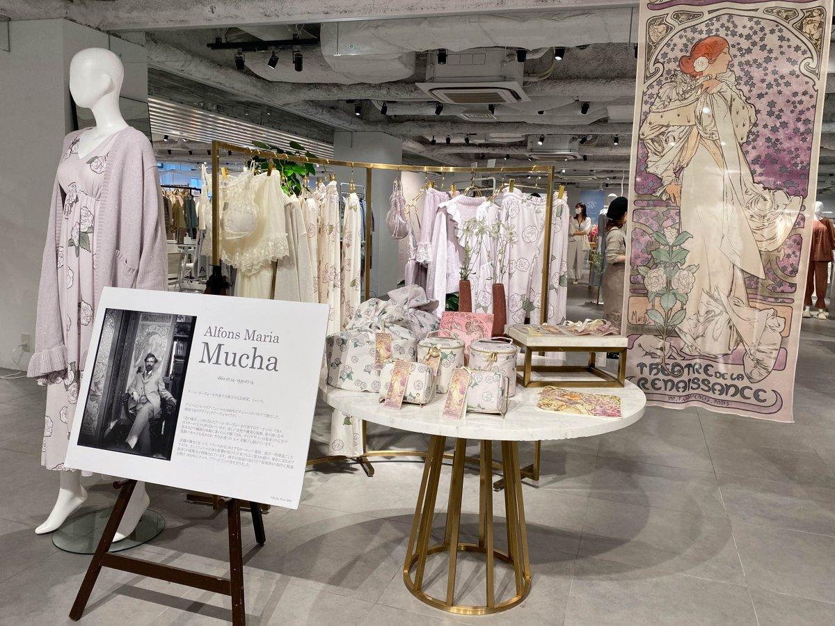 ジェラート ピケがアルフォンス・ミュシャの作品「椿姫」をフィーチャーしたアイテム発売。フリンジ付きの手鏡もラインナップ。