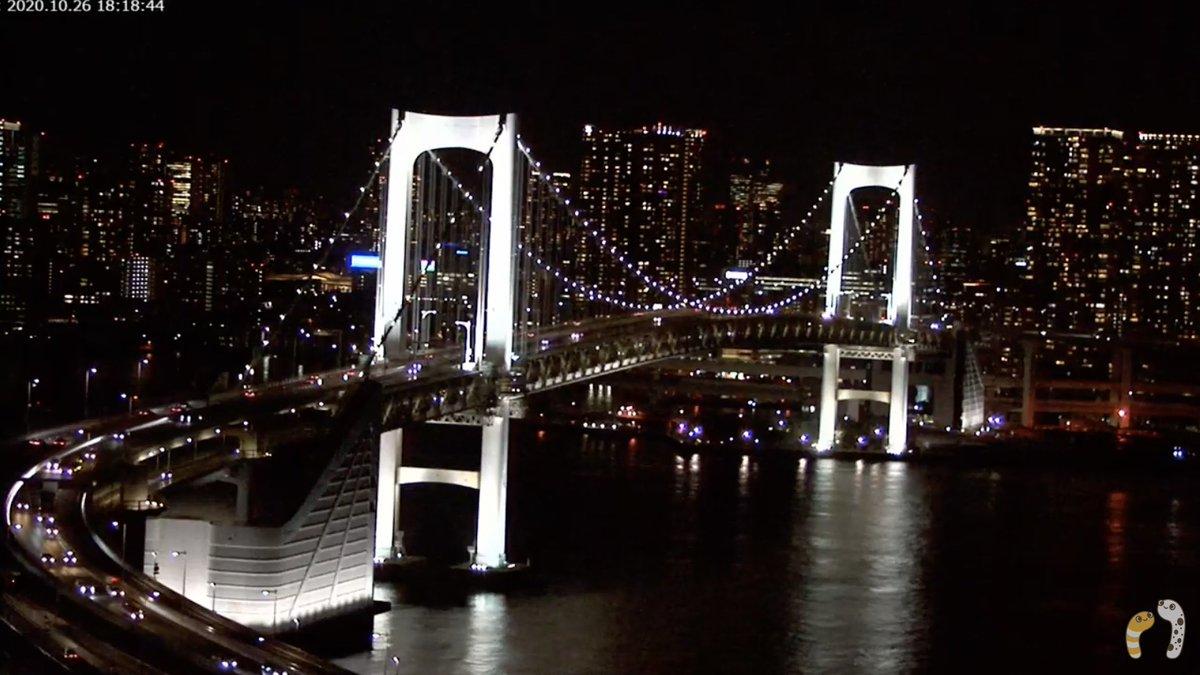 現在の #レインボーブリッジ の様子  白いライトアップも夜に映えます。  ⬇️ライブカメラを見る https://t.co/IoYaW5Souo  ▽レインボーブリッジ・東京タワー ライブカメラと雨雲レーダー/ #東京都 #港区 #台場  #夜景ライブカメラ #東京ライブカメラ https://t.co/NhrwwZWdmh