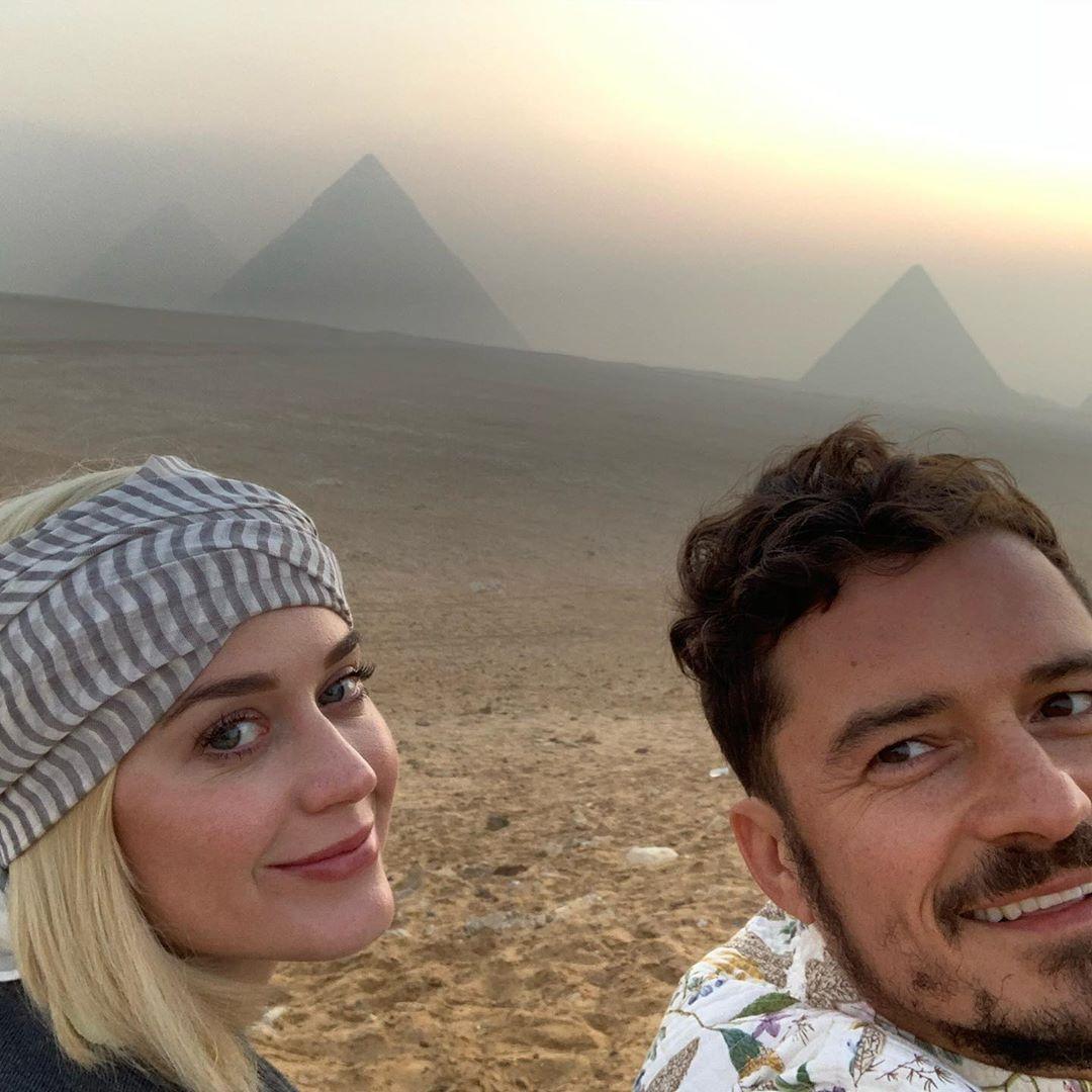 بصورة من رحلة #الأهرامات .. النجم العالمى #اورلاندو_بلوم يحتفل بعيد ميلاد #كاتي_بيري