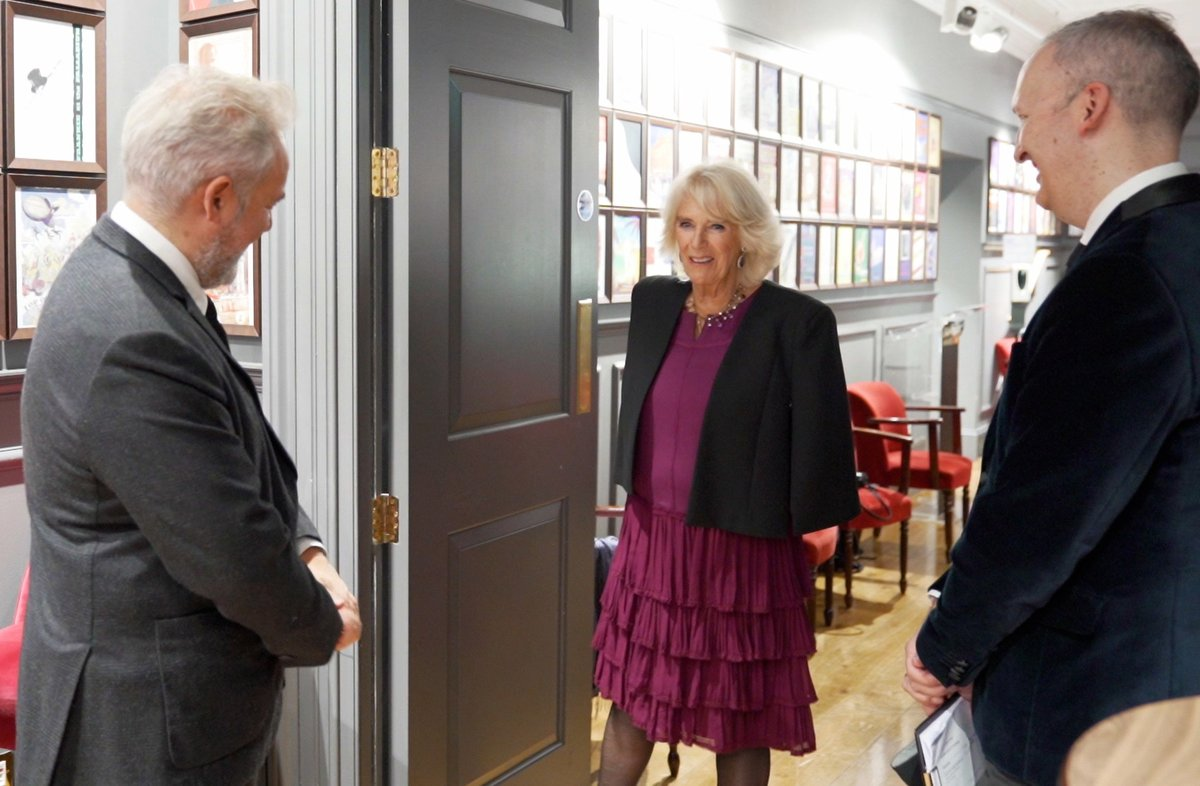 During the recording of the @OlivierAwards at the London Palladium, The Duchess visited 'The Hall of Fame' where she learnt of the Theatre Artists' Fund from Co-Founders, Sir Sam Mendes and Julian Bird and met three recipients of the fund.