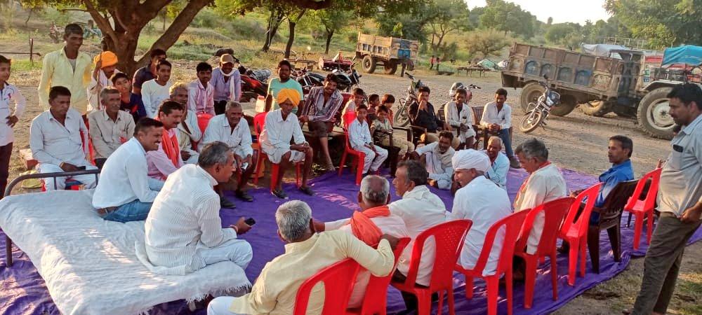 आज सुवासरा विधानसभा में विभिन्न स्थानों पर कार्यकर्ताओं की बैठक ली एवं जनता के बीच जनसंपर्क कर भाजपा प्रत्याशी @HardeepDang226 के पक्ष में मतदान करने की अपील की। https://t.co/UIISSJkHCj