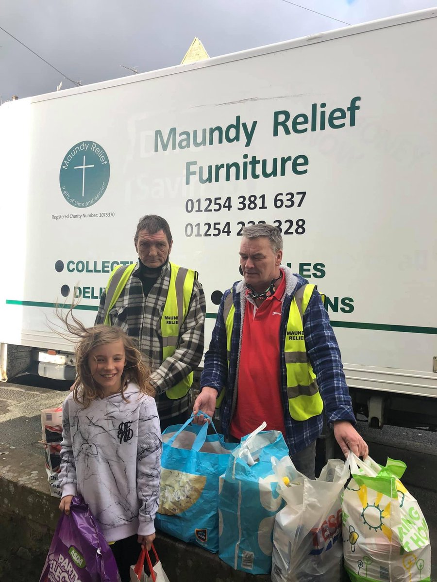Well done Sarah Taylor for organising a food collection for @MaundyRelief . Such a great response from the community in supporting those in need at these difficult times.  Hard times could happen too any of us. Makes you proud too live in such a great community 😍 https://t.co/amZntFoqQg