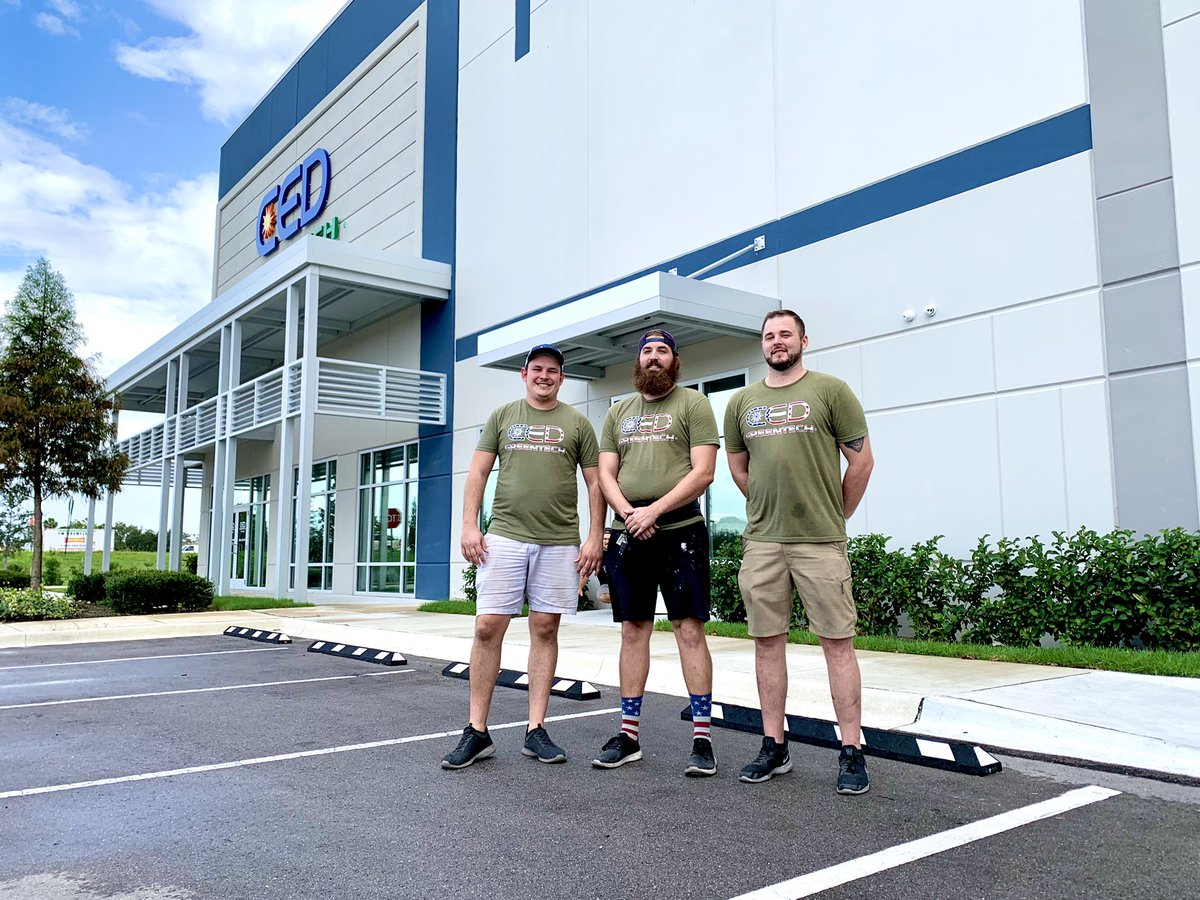 Happy Monday! ☀️   To start this week off right, we are featuring three of team members, (left to right) Mike, Ben & Cory. Thank you all for always repping our brand and working hard!   #mondaymotivation #monday #teamwork #team #brand #tampa #tampabay #solar https://t.co/yrUV5yF36O