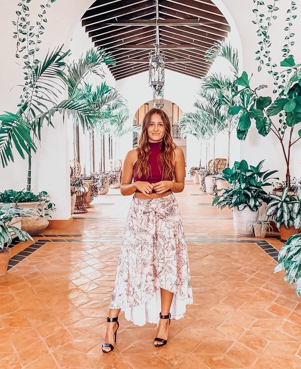 """We are happy to share our #PetiteoftheWeek, Gianna Pignatello! She's a #Miami-based petite #fashionblogger and #contentcreator who's blog """"Republic of G"""" is on a mission to support women through their journey of self-love and self-confidence! Check out her IG @_republicofg ☀️🌊💕 https://t.co/w4NmVjPJca"""