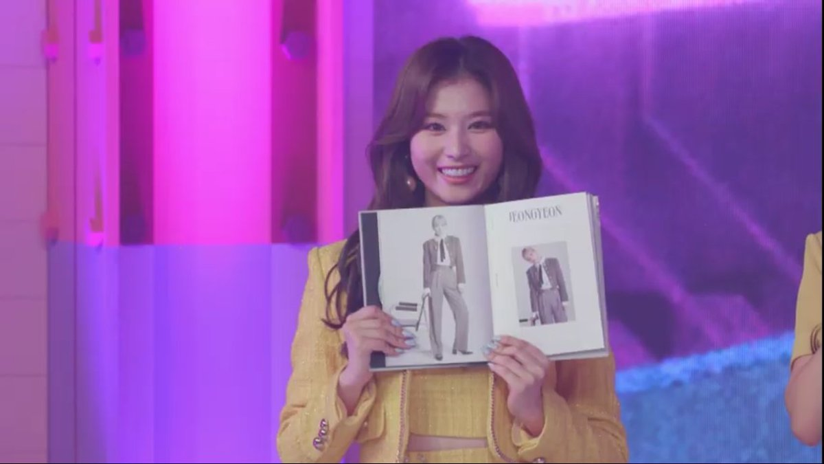 The way Sana showed Jeongyeon's pic earlier uwuu it's so soft.   Such a bubbly personality of our  sunshine #TWICE_CANT_STOP_US @JYPETWICE https://t.co/Korft5ZTDf