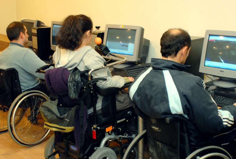 """El Pacto de Toledo insta a favorecer un empleo """"de calidad"""" para las personas con #discapacidad y a mejorar sus prestaciones familiares https://t.co/V6hG6F4zQ4 V/ @Servimedia https://t.co/PeOXHjTZB7"""