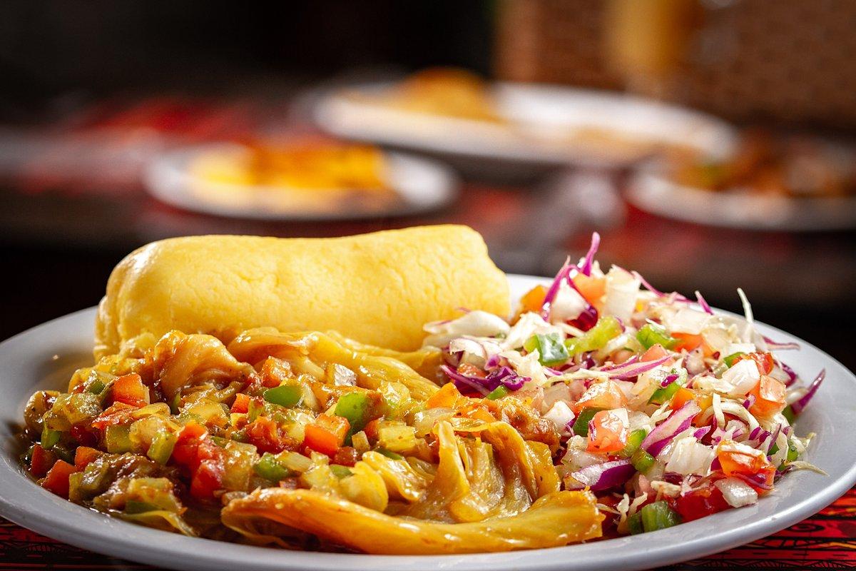Mais uma opção vegetariana deliciosa é o Mayemba, repolho refogado com tomate, fufu de milho e salada.  Estamos aberto ao publico das 12h as 22h todos os dias, na unidade Barão de Limeira.  #biyouz #comidaafricana #africanfood #restaurantecamarones  #estounobiyouz #delivery https://t.co/uHni8d0xr5