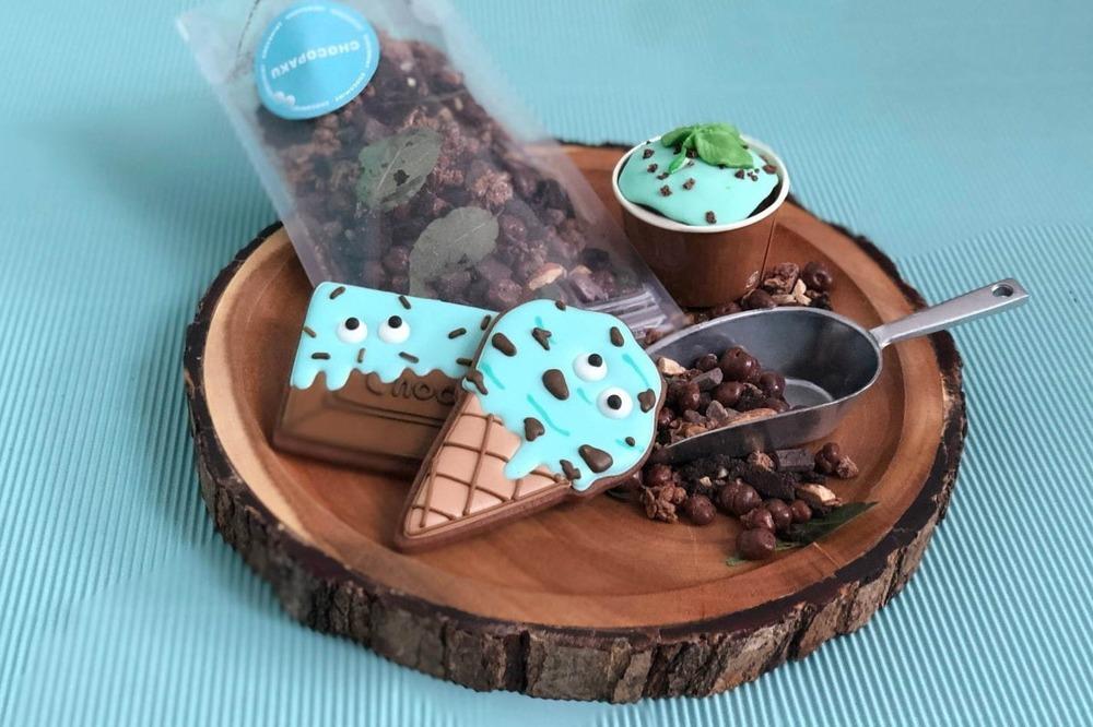 チョコミントのスイーツイベント「チョコミン党」のキッチンカーが東京・南青山で、ホットチョコミントなど -