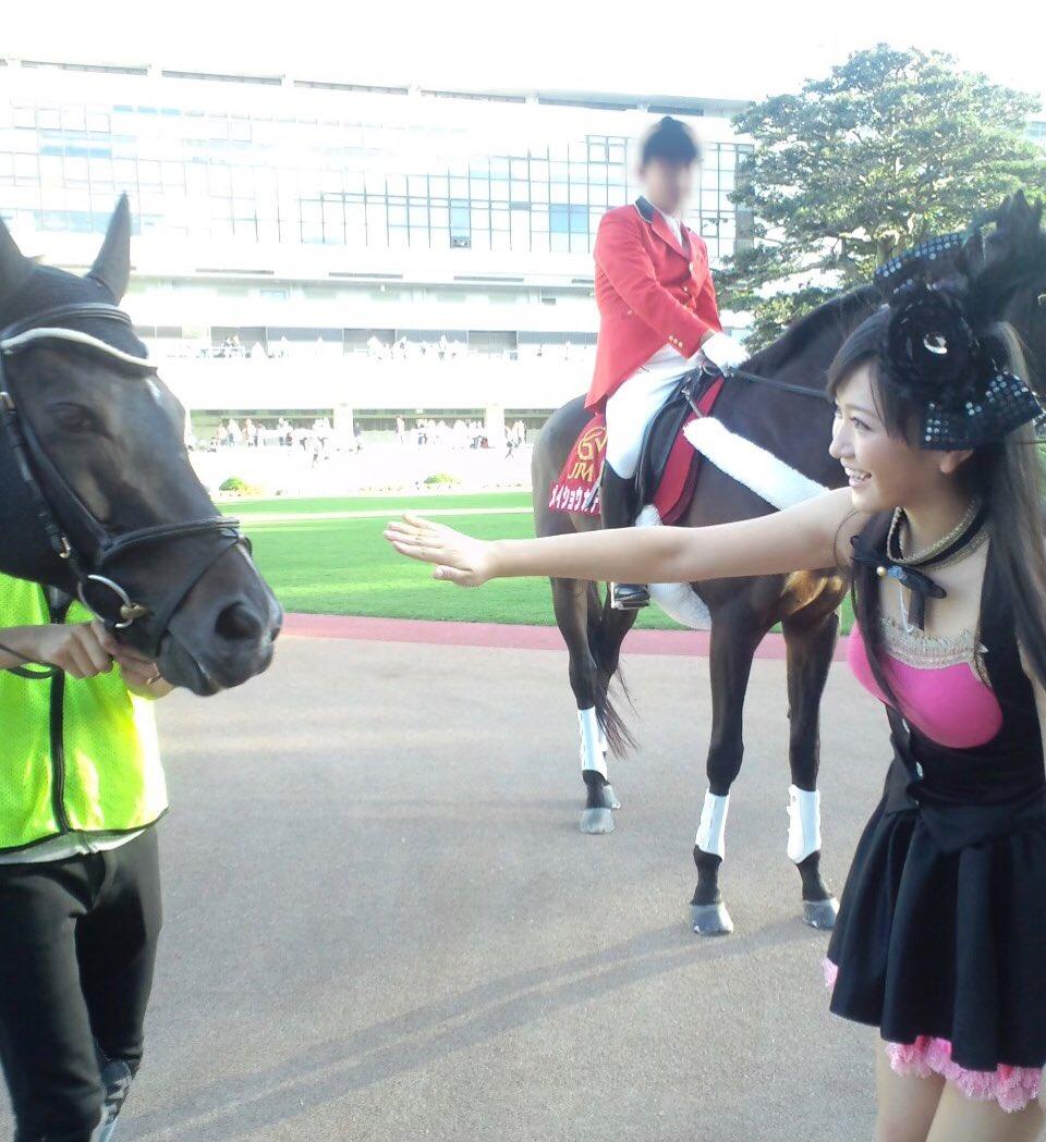 昨日、京都競馬場の広報の方から『実は僕、横山さんが初めて京都競馬場にいらした時にアテンドさせてもらったんですよ☺️笑今はこんなに競馬を好きになってくれて、お仕事をしてくれていて嬉しいです』と言われてびっくり🥺‼️10年前🐴競馬を全く知らなかった19歳の私➡︎