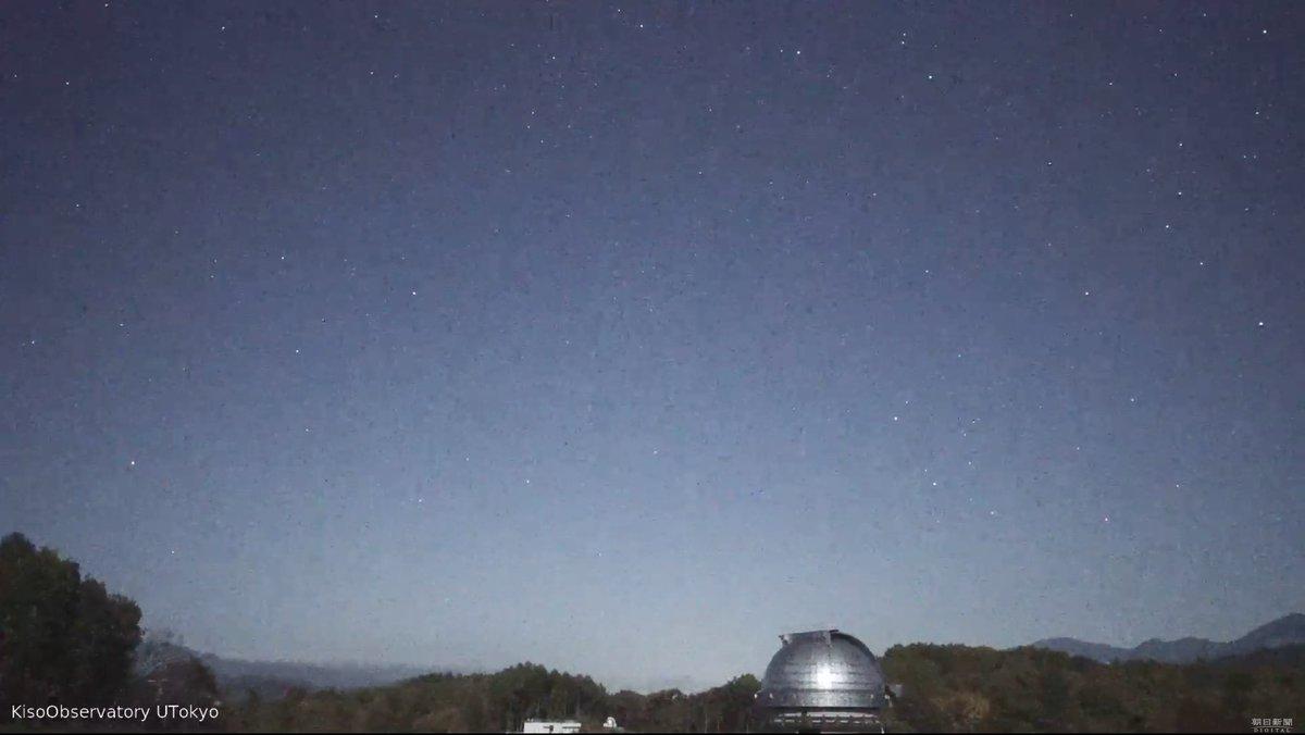 現在の #長野県 #木曽町 の #星空 の様子  空は少し明るいですが、星がはっきり見えてキレイです。  ⬇️ライブカメラを見る https://t.co/iih7amkdXW  ▽オリオン座流星群 星空 ライブカメラ(木曽観測所)と雨雲レーダー/長野県木曽町  #オリオン座流星群 #星空ライブカメラ #長野ライブカメラ https://t.co/sh2TQnrIDl