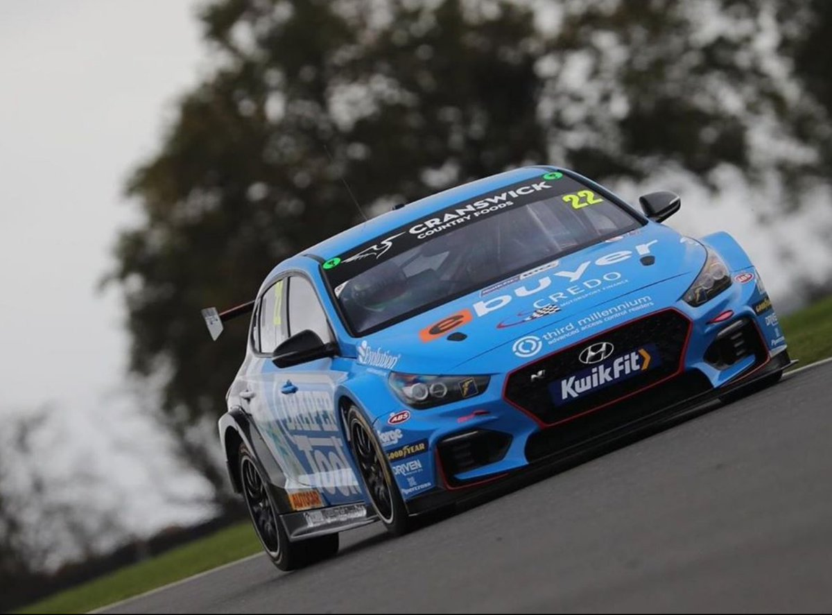 Forge sponsored @BTCC @Excelr8M driver @ChrisSmiley22 putting on a great performance at the weekend at @SnettertonMSV with teammate @SennaProctor 😍  #btcc https://t.co/6gjT6eaJbY