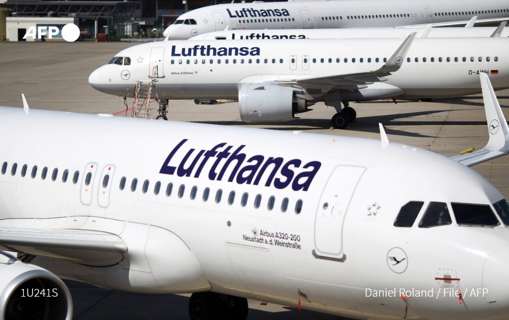 Germany's #Lufthansa has warned that 30,000 jobs are under threat as  Europe's largest airline scaled down its winter schedule to levels not seen since the 1970s as demand for travel collapses due to the #coronavirus https://t.co/wOsQHDvofq https://t.co/gKeMlZOlEm