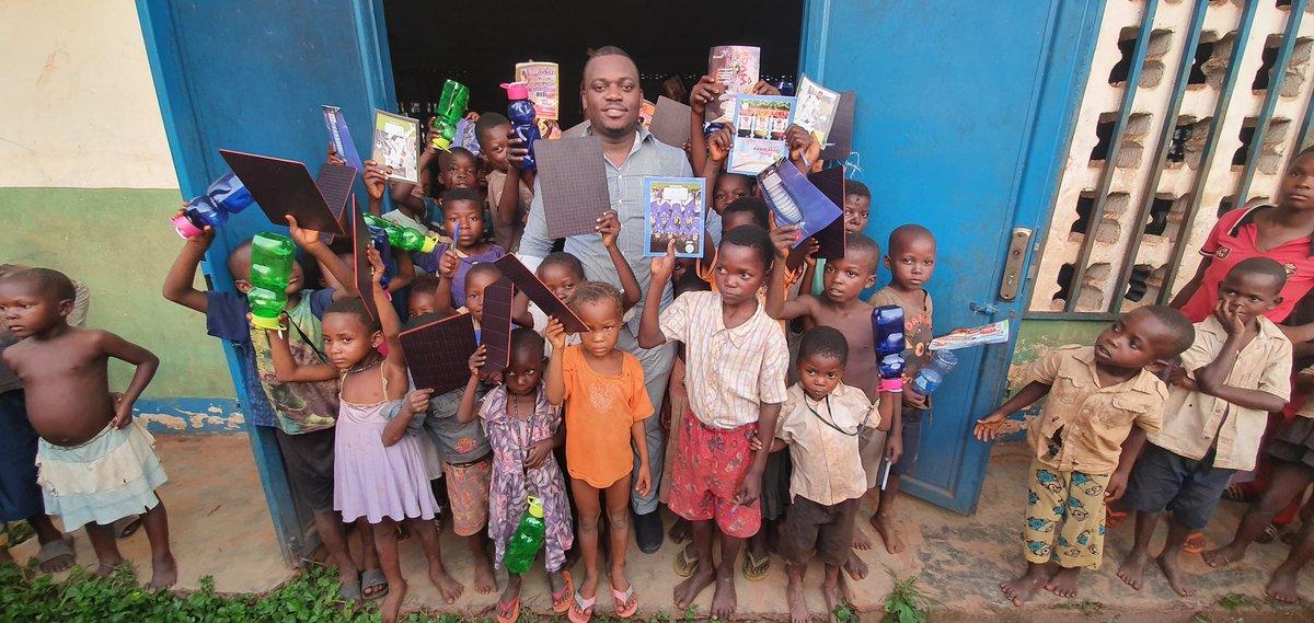 Nous n'avons pas besoin d'aller offrir seulement dans nos provinces d'origine pr attendre en retour des voix. Le Congo entier a besoin de nous. @Sergemadika @GuyLoando_  Maman @DeniseNyakeru, une visite de courtoisie dans ces coins leur fera plaisir. https://t.co/W81xo5s4sU