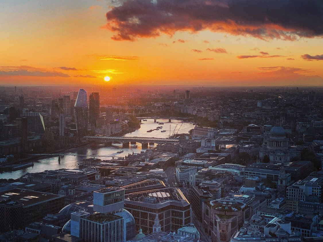 """""""Sunset, no regrets."""" - @TheMidnightLA   Kicked off week 9 of filming with a lovely sunset view over London thanks to today's location.   🙏🎥🌅 #Temple #SkyOne https://t.co/MDPs1BjEgz"""