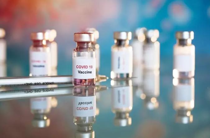¿Será eficaz y segura la primera #vacuna del #COVID19?   🗨️La @AEV_Vacunas lo tiene claro: