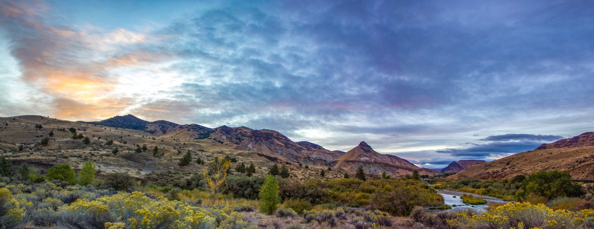 #sunrise on the John Day Fossil Beds National Monument #RoadTrip #johndayfossilbeds https://t.co/owMpJc4757