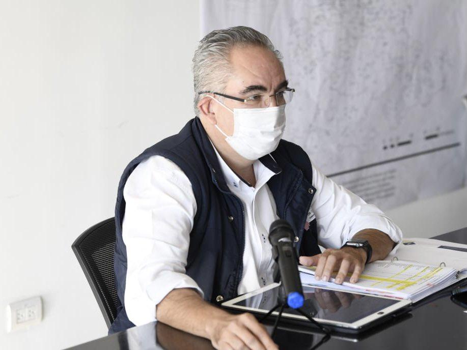 😷Durante el fin de semana se sumaron 291 nuevos contagios por #COVID19 y 19 fallecidos. Hay 819 casos activos  en 61 municipios. 347 hospitalizados y 57 de ellos graves. Se registran 4 mil 833 defunciones @SaludGobPue @JAntonioMtzGa @MBarbosaMX @Gob_Puebla #SanaDistancia 😷 https://t.co/uAtNf6i5k4
