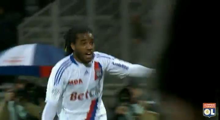 #OLRétro  30 octobre 2010 : Il y a tout juste 10 ans @LacazetteAlex marquait son 1er but en pro dans un match face à Sochaux 🎺🙌