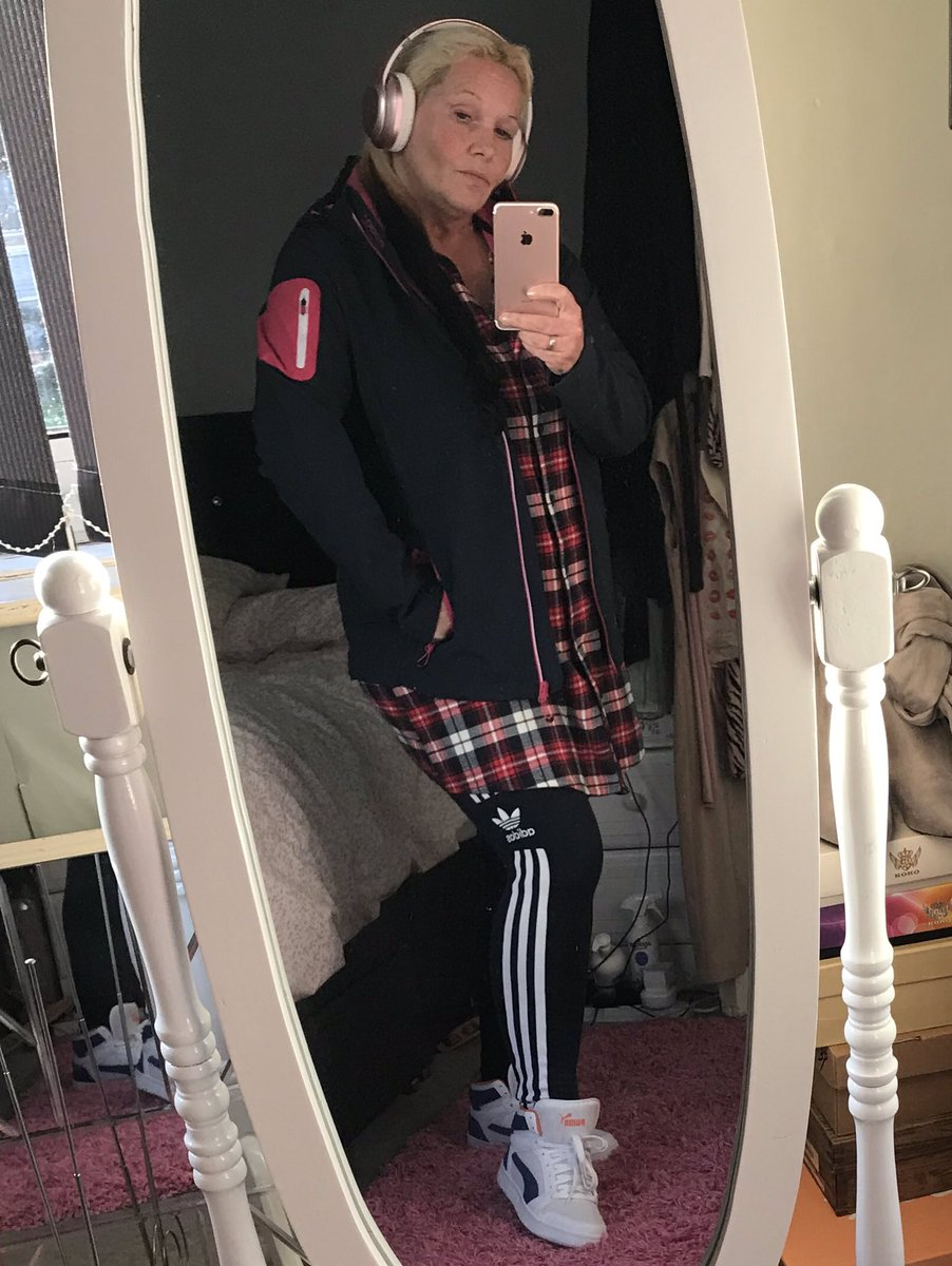 #Love my #new @Trespass #winter #jacket as I head out on a quick #jaunt to the #shop #walking #fitness #sport #sporty #fashion #designer #designerclothes #labels #fashionista #fashionaddict #trespass #1000 #stepcount #weightloss  #essentials #shoplocal  #MJsWorld🤷🏻‍♀️  🏃🏻‍♀️🙆🏻‍♀️👍 https://t.co/o9CEFr0hsY