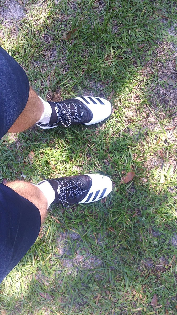 New turf shoes for #sprinting drills on grass. Nothing motivates like new shoes! #weightlossjourney #weightlosstransformation #exerciseathome #fitness #FitnessMotivation #MondayMotivation #mondaythoughts #FitnessGoals #healthylifestyle #bitcoin #fitnessjourney #powerwalk #ETH https://t.co/DkNdhKj0sO