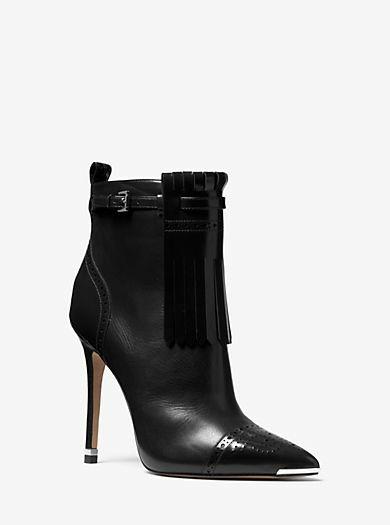 """Stunning Michael Kors Heels""  #michaelkors #heels #black #pointedtoe #ankleboots #booties https://t.co/DHByocnNc8"
