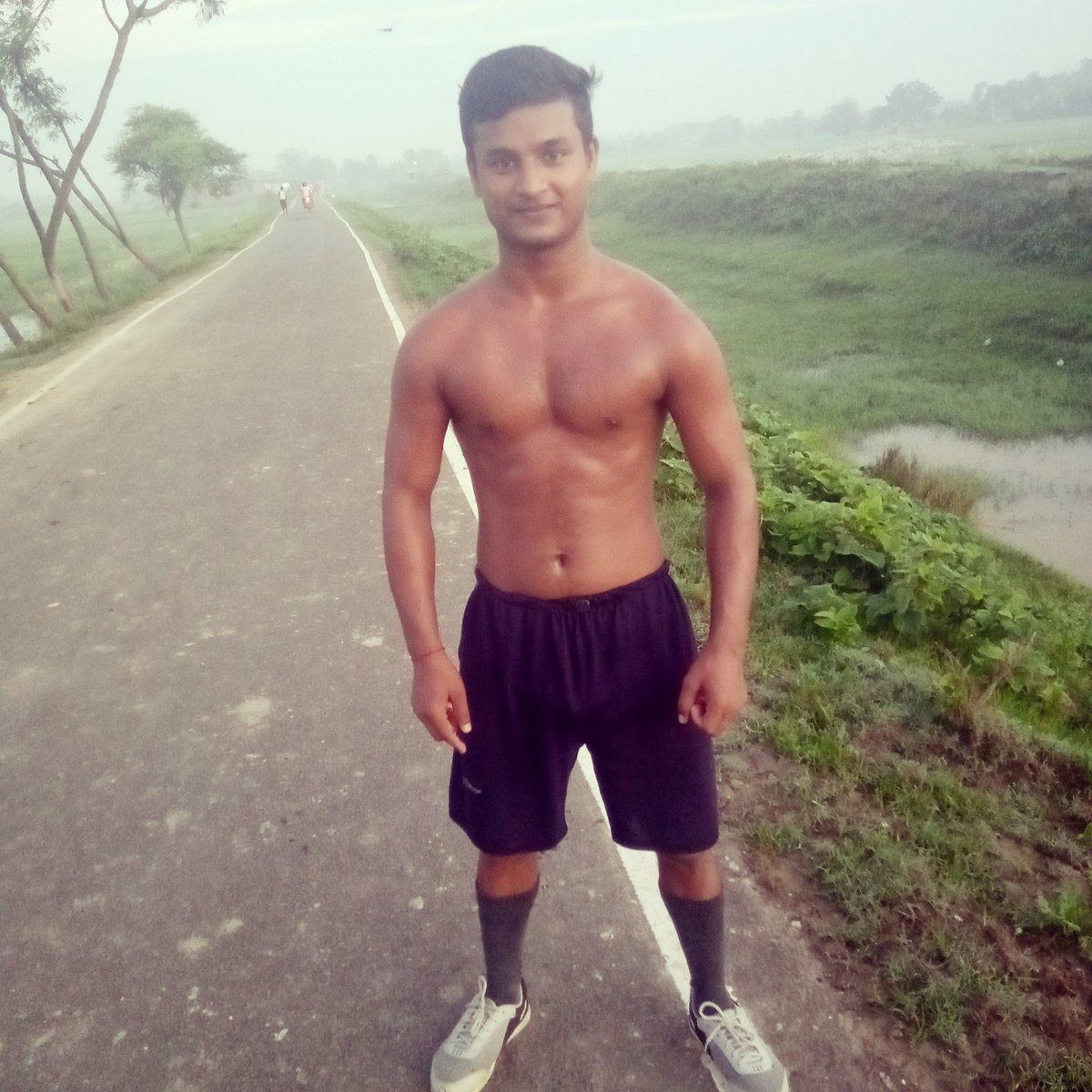 मेरा सपना है कि मैं एक बहुत अच्छा #Athlete बनु  पर कुछ बहुत बड़ी दिकत है @SonuSood sir please help me🙏🙏 #sonusoodpleasehelpmesir🙏🙏 https://t.co/qlFVD44zue