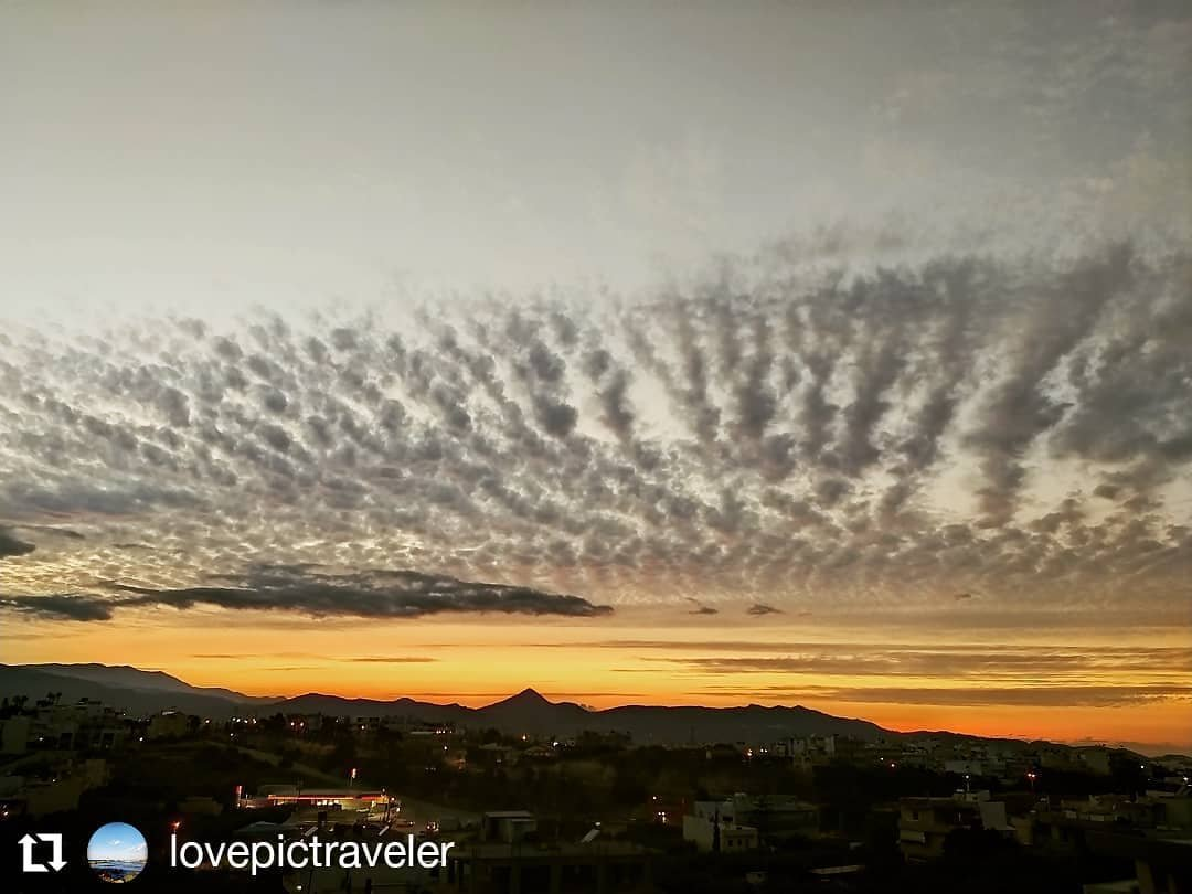 Heraklion's #sunset #today!  Lost for words ... #clouds #sky #heraklion #aboutheraklion #crete #greece  More Heraklion >> https://t.co/1XFDY5mRDP https://t.co/5BB6kZYr8M