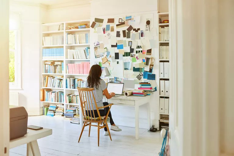 While many people regard working from home as a goal for overall work-life balance, those who find themselves actually doing their work from home report higher levels of stress. Burnout is on the rise 🚩🚩 #toxicworkspaces #workingfromhome https://t.co/nx7cGOb30h