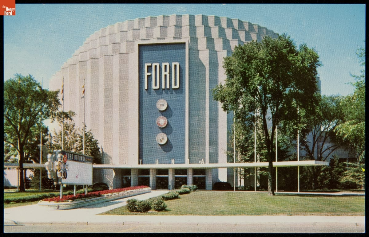 The Rotunda! Originally built for the 1933 World's Fair, the building was dismantled at the end of the fair and rebuilt in Dearborn under the supervision of architect Albert Kahn, eventually becoming a Ford visitor's center. #THFArchivesChat https://t.co/lFUa346kli https://t.co/7HWFs0hWpn