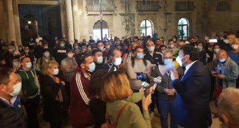 """Chiusure, nuova protesta a Siracusa, """"sono preoccupato"""" dice il sindaco (VIDEO) - https://t.co/0Q7nuYMPO4 #blogsicilianotizie"""