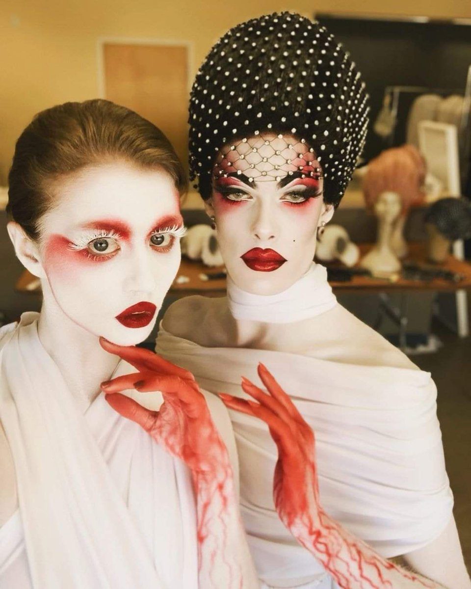 ¡PAREN TODO!  Allison Harvard de ANTM y Gigi Goode de RPDR y sus look para #Halloween2020  Amo con escándalo este  #crossover ❤❤❤❤ https://t.co/QAYuTwewq0