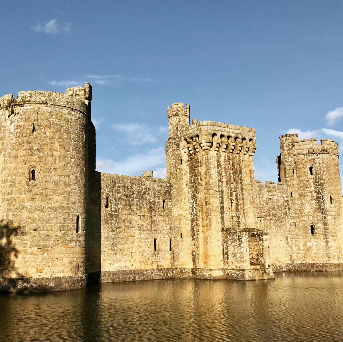 Bodiam is so beautiful 😍 Brings back memories of third year Archaeology 'castle studies' module 😍 @BodiamCastleNT #BodiamCastle #castles #medieval #nationaltrust #14thcentury #moat #archaeology https://t.co/DPVGTe3ubf