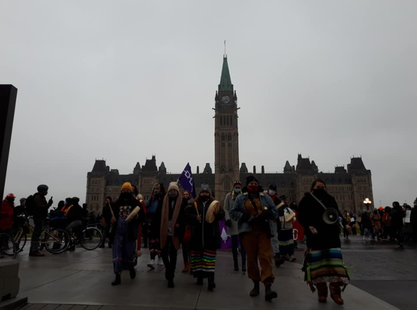 Some photos from todays Shut Down Canada for Indigenous Rights rally, march and bridge occupation on unceded Algonquin territory (Ottawa) in solidarity with the struggles of the Haudenosaunee, Mohawk, Algonquin, Mikmaq, Wetsuweten and Secwepemc peoples! #LandBack