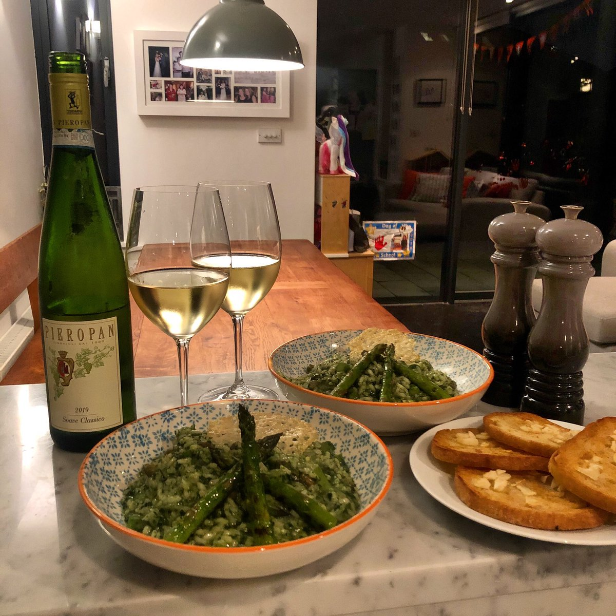 Keeping it classically simple tonight with a risotto verde paired with the peerless Pieropan Soave.  . . . #wine #foodandwine #clontarf https://t.co/5xaJj06MVw