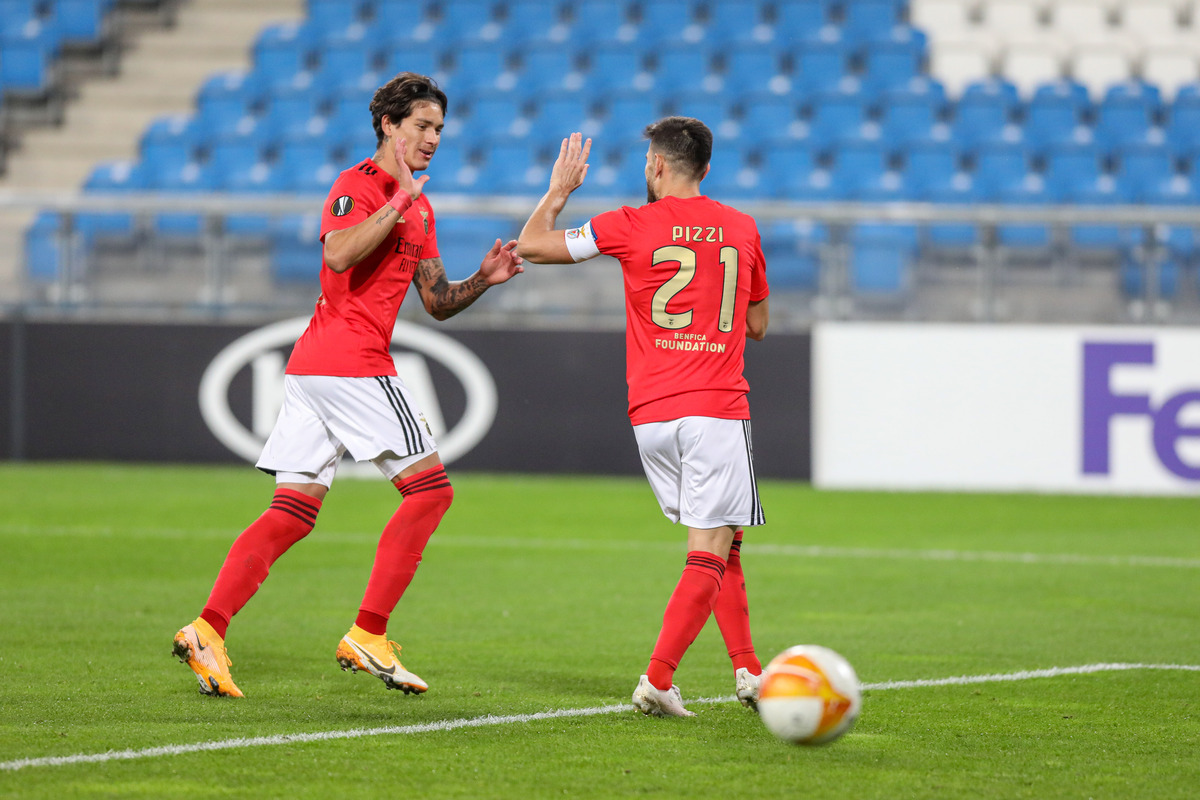 Darwin Núñez com a camisa do Benfica:  vs Famalicão 🅰️🅰️ vs Moreirense 🅰️ vs Farense 🅰️ vs Rio Ave 🅰️ vs Lech ⚽️⚽️⚽️ vs. Belenenses ⚽️ https://t.co/vqpJZvy2gN