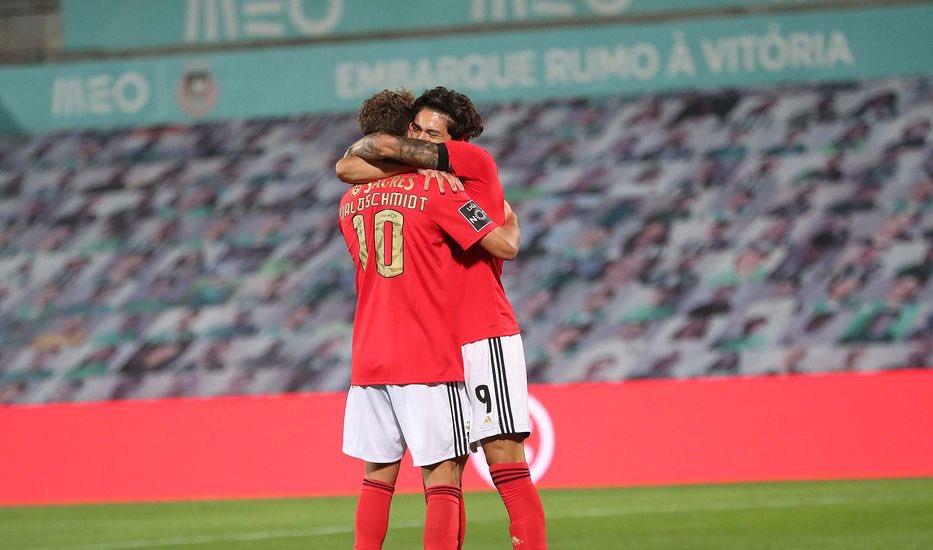 📊 | Luca Waldschmidt and Darwin Núñez goal contributions for Benfica:   v Famalicão  Waldschmidt ⚽️⚽️ Darwin 🅰️  v Moreirense  Darwin 🅰️  v Farense Darwin 🅰️  Rio Ave Waldschmidt ⚽️⚽️ Darwin 🅰️  v Lech  Darwin ⚽️⚽️⚽️  v BSAD Darwin ⚽️ Waldschmidt  🅰️  @slbenfica_en https://t.co/Xdt3n8Xhdh