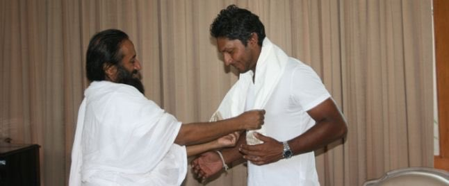 Wishing @KumarSanga2 Many Many Blessed Returns Of The Day !! ( File Pic with Gurudev @SriSri Ji ) @OfficialSLC @PresRajapaksa @GotabayaR @IamDimuth @BCCI https://t.co/GZuVGH9fGh