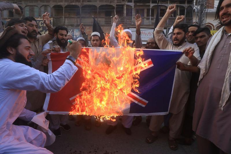 Breaking; Das pakistanische Parlament fordert die Regierung nachdrücklich auf, den Gesandten aus Frankreich zurückzuziehen.
